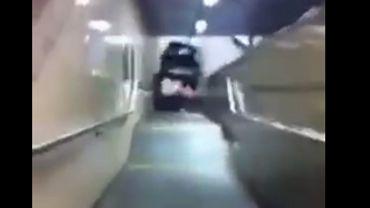 La voiture qui plonge dans la station Clemenceau.