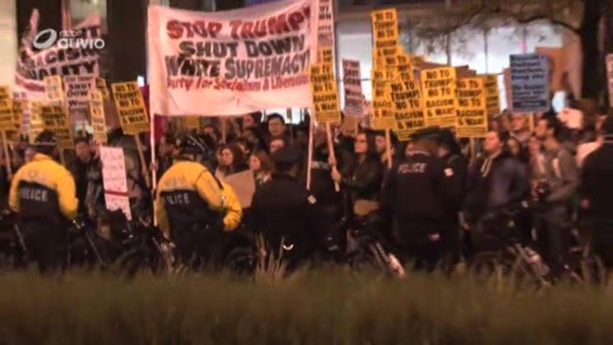 Resultado de imagem para pictures of anti-Trump manifestations